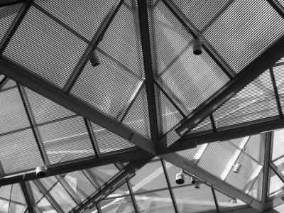 4400 Nat Gal EW atrium upclose & unmod (+)