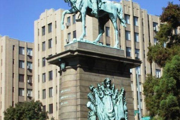 822 statue CN Ave N Dup Cir