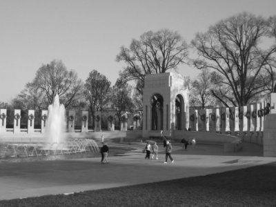 IMG_0529 WWII memorial, atlantic end w people, bw (ok)