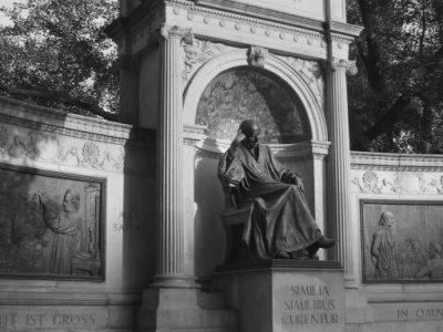 IMG_7110 Hahnemann statue (ok)