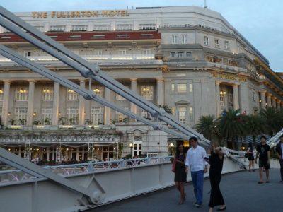 P1020769 Fullerton Hotel, exterior