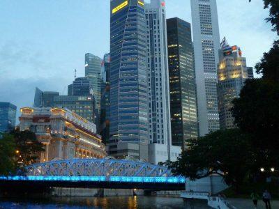 P1020776 Singapore skyline with historic bridge, dusk (ok)