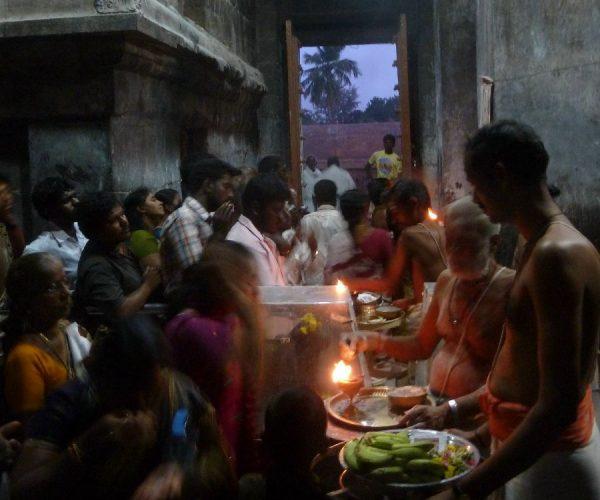 P1040301 worshippers inside main vimana