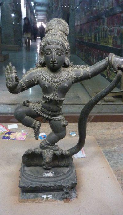 P1080549 meenakshi amman temple museum, statue